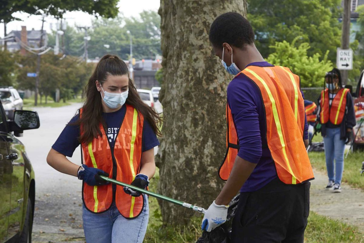 Students cleaning up local neighborhood