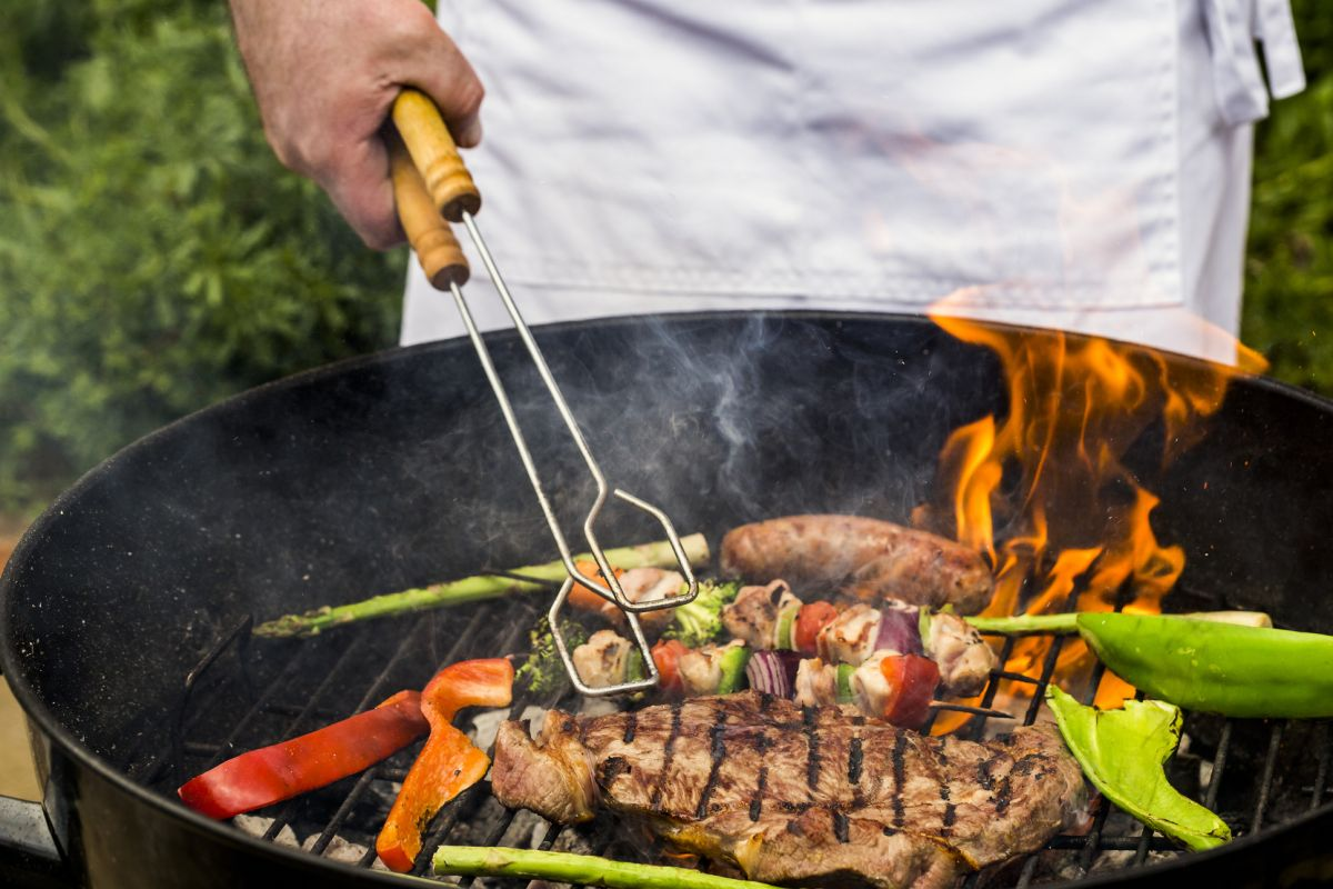 Grilling meats at high temperatures results in the formation of heterocyclic amines (HCAs) and polycyclic aromatic hydrocarbons (PAHs).